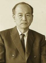 Đó là ông HANJI UMEHARA - Giám đốc Quản lý cũ của Toyota Motor Corporation.